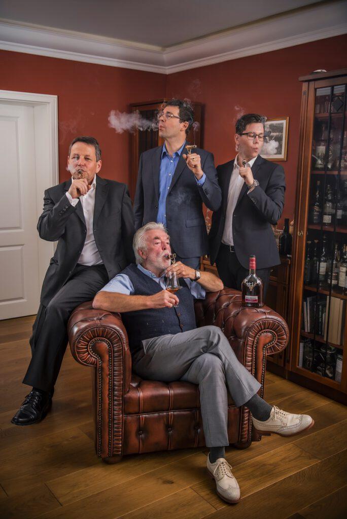 Zigarrenliebhaber unter sich. Ausgestattet mit unseren Zigarrenhaltern.